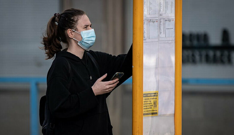 Přežijí roušky a respirátory? Zájem opadá, výhody ale zůstávají